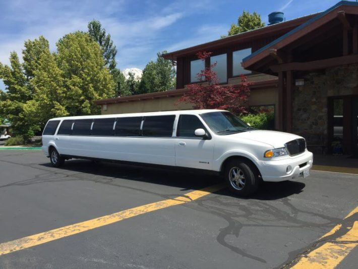 Some Common Manners to be Maintained While Going for a Rented Limo Ride
